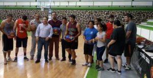 El equipo Creciendo Con Peñasco apoyó con balones de basquetbol