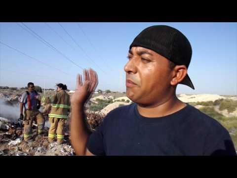 Arde el basurero viejo pone en riesgo torres de electricidad