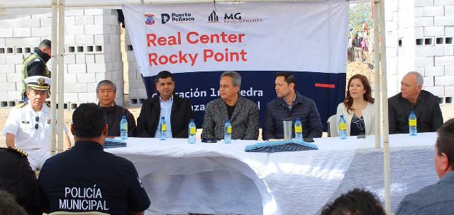 Colocan Alcalde Kiko Munro y empresario Miguel Guevara Askar, primera piedra de la plaza comercial Real Center Rocky Point