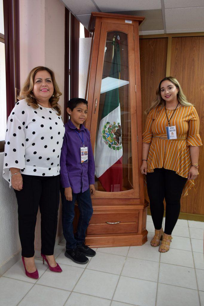 Recibe ITSPP a niño Jhovani Antuan, director por un día del IMD