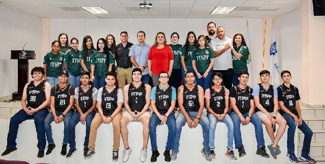 Reciben uniformes nuevos equipos de basquetbol y futbol del ITSPP