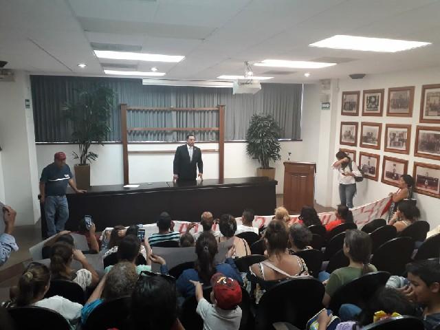 Atiende diputado Carlos Navarrete a manifestantes en el Poder Legislativo Estatal