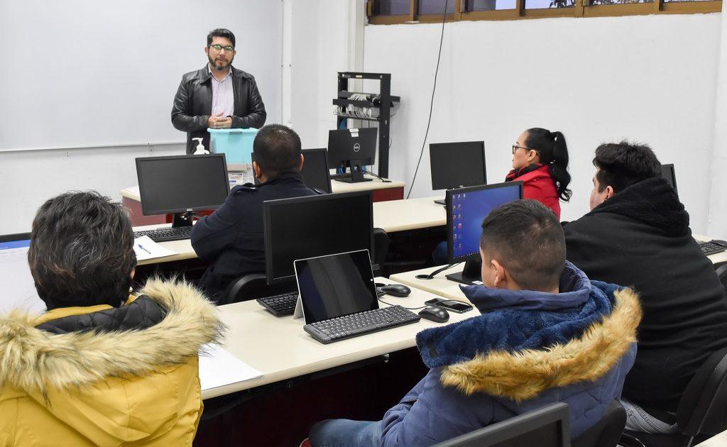 Docentes del Tecnológico Nacional de México, Campus Puerto Peñasco, reciben cursos de actualización profesional