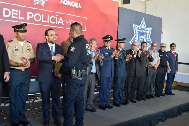 Presidente del Congreso del Estado participa en la entrega de reconocimientos a policías estatales