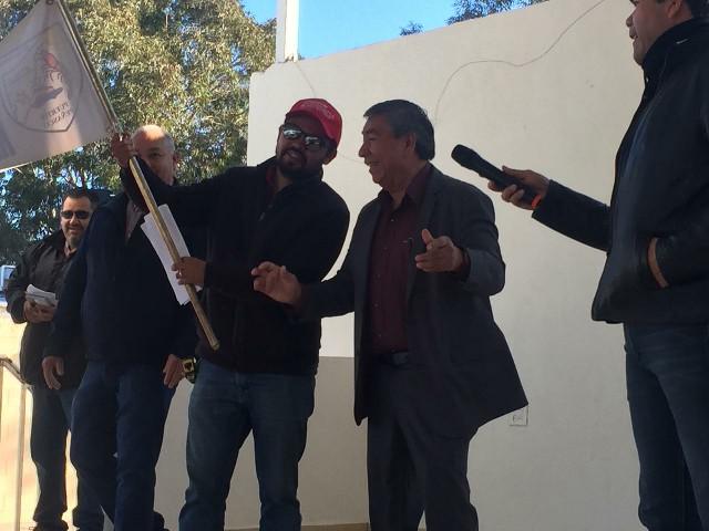 Diputado Lázaro Espinoza da banderazo al arranque de obra de la escuela Artículo 115