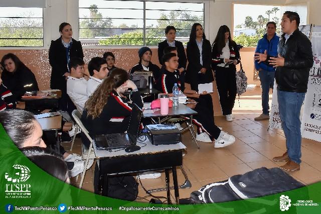 """Imparten conferencia """"Redes sociales: estrategia de impacto"""" a estudiantes del Tecnológico Nacional de México,"""